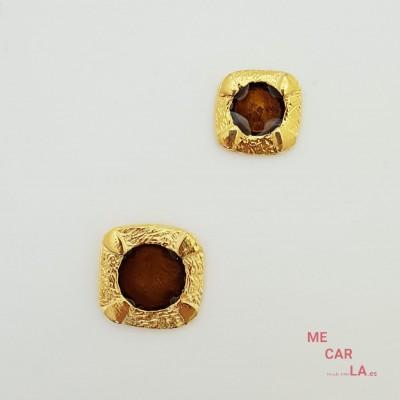 Botón de metal dorado con motivo marrón lacado