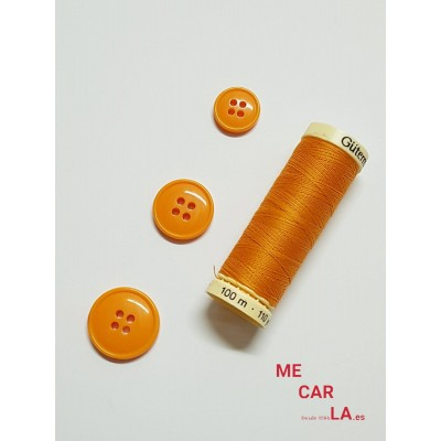 Botón naranja cuatro agujeros