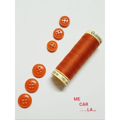 Botón naranja apagado cuatro agujeros
