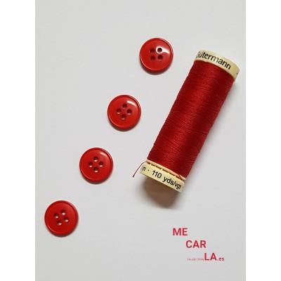 Botón rojo con cuatro agujeros