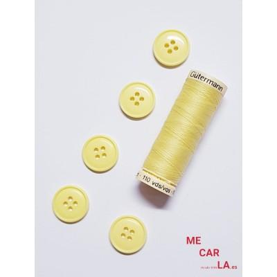 Botón amarillo cuatro agujeros