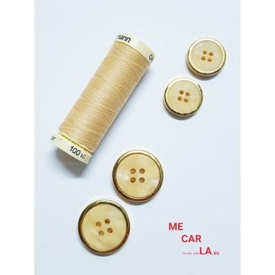 Botón fantasía marfil matizado con borde dorado