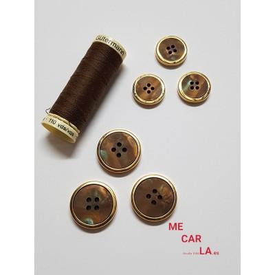 Botón fantasía marrón matizado con borde dorado