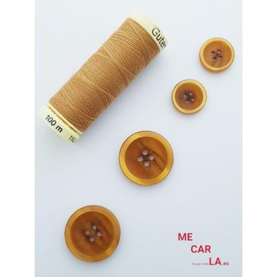 Botón clásico color caramelo matizado con borde